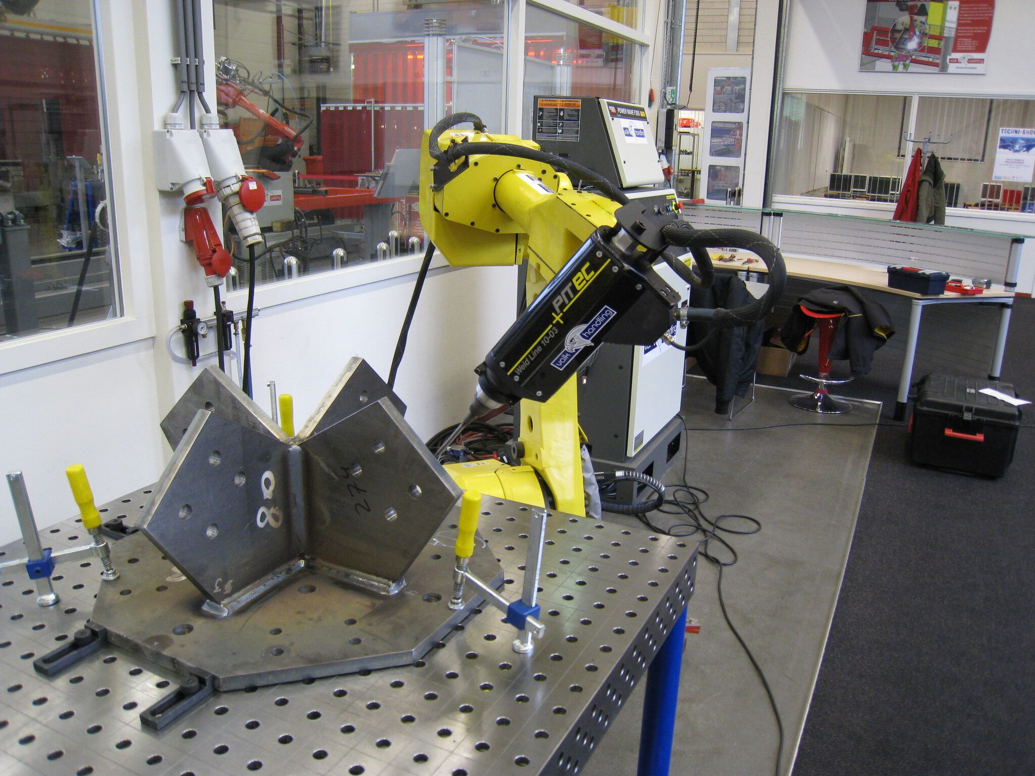 HFMI - PIT System Weld Line 10 - SPS - Application at a robot station